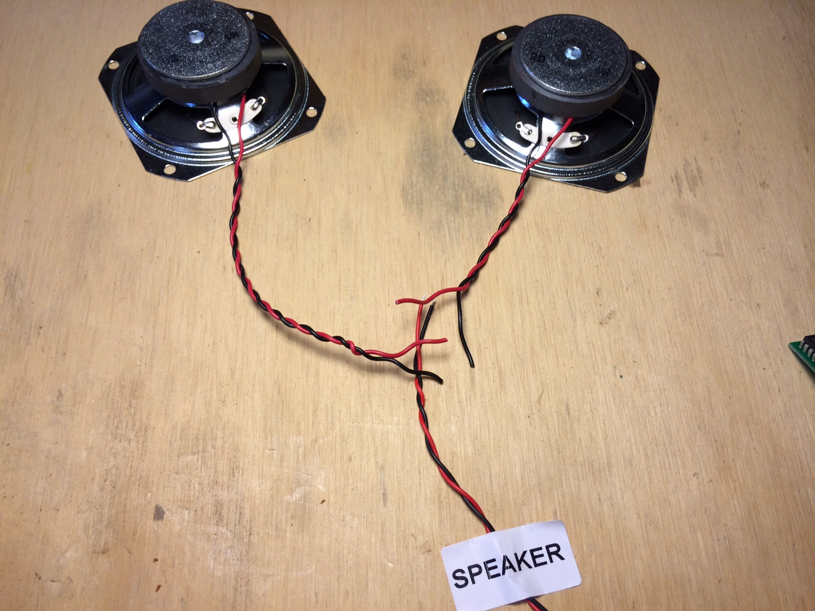 Easy Project Build This Dual Speaker Tweed Guitar Amplifier C B Wiring In Parallel Speakers Step Three Were Going To Mod The Kit Slightly By Two Simply Means Run Wires From Each